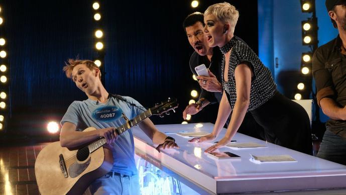 """Katy Perry ayuda a joven con """"su primera vez"""" · Antena San Luis"""